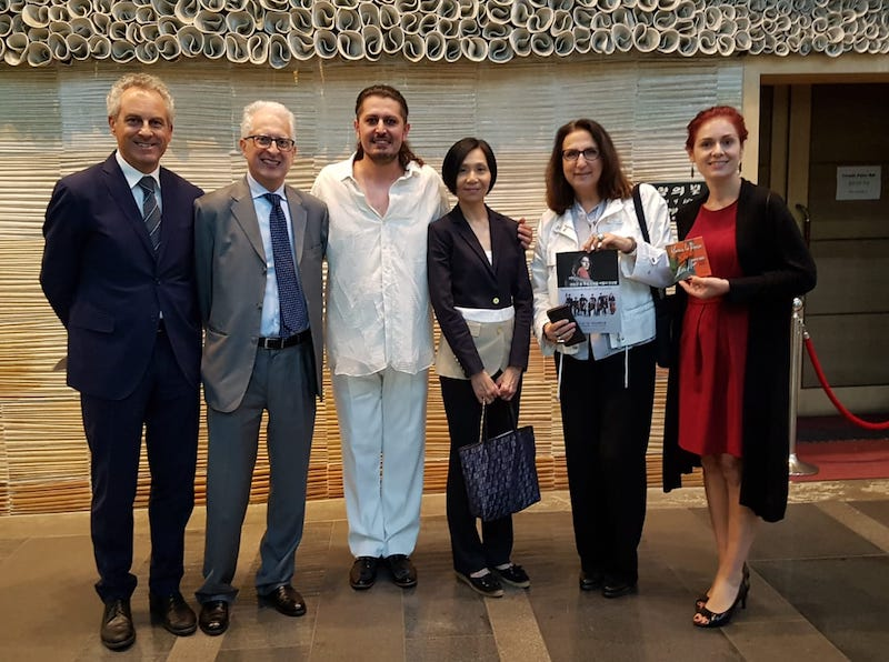 Delegazione con ambasciatore italiano in Corea Federico Failla, Marco Lo Russo e Paola Ciccolella direttrice IIC Seoul